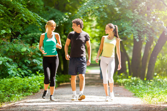 01-walking-for-exercise-stroll-with-friends-1574073732921304779226